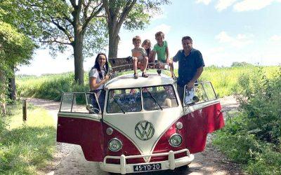 Toern en smikkeln in een VW Hippiebusje